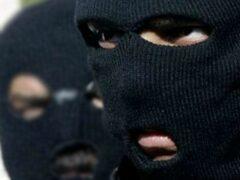 Петербург: Двое в масках ограбили аптеку на Среднеохтинском проспекте