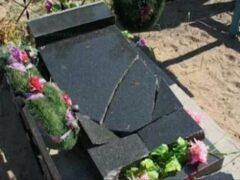 Пьяный водитель «Валдая» снес на кладбище 18 оград и памятников