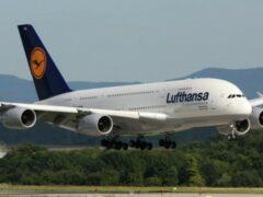 В Испании самолет Lufthansa едва не столкнулся с тремя беспилотниками