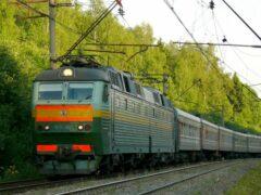 В Колпино пассажирский поезд насмерть сбил пожилую женщину