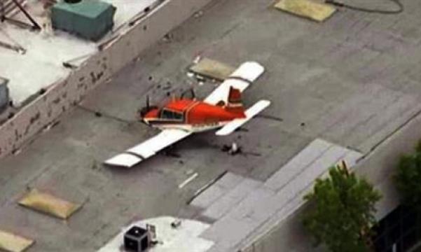 самолет врезался в крышу