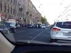 Петербург: На Литейном на пешеходном переходе сбили женщину