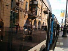 В Петербурге на Ленинском проспекте троллейбус сбил женщину