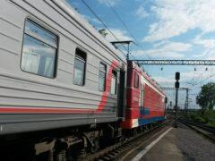 Запрыгивая в поезд, пенсионер из Челябинска сломал ногу