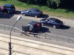 Пьяный водитель врезался в ограждение на Маршала Казакова в Петербурге