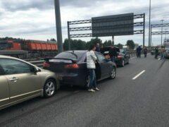 Массовая авария в Петербурге: на КАД столкнулось около 10 машин