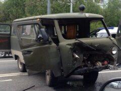 В Москве девушка на BMW выбила пассажиров из «буханки»