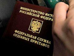 В Новосибирской области алиментщик прятался от приставов под кроватью своей бабушки