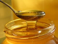 В Ивановской области задержали похитителей 13 кг меда и костюмов пчеловода