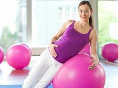 Спорт во время беременности повышает шансы на естественные роды