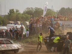 В Калининграде во время гонок автомобиль врезался в толпу зрителей