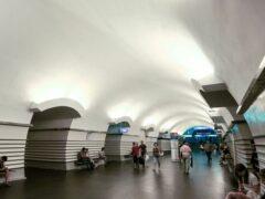 Петербуржцу сломали руку в метро за просьбу уступить место женщине