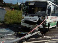 В Петербурге маршрутка с пассажирами протаранила светофор