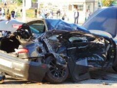 В Москве иномарка врезалась в автобус, а затем сбила пешехода