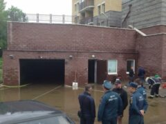 В Стрельне затопило подземный паркинг элитного жилого дома