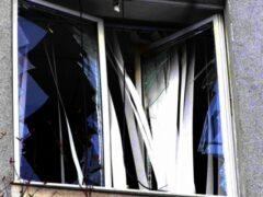 В Петербурге упавшее дерево разбило 7 окон на канале Грибоедова
