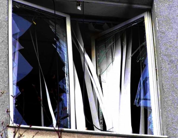 окно разбитое стекло