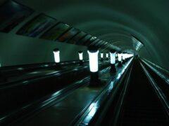 «Синюю» ветку метро Петербурга остановили из-за упавшего человека