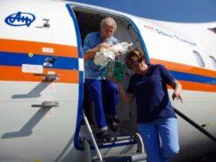 Спецборт МЧС доставил в Петербург двух тяжелобольных из Махачкалы