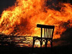 В Подмосковье сгорели три частных дома, пострадали три человека