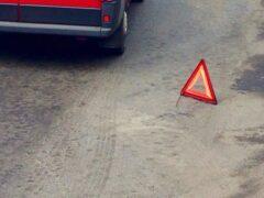 Вылетевший на тротуар «Опель» сбил женщину в Петербурге