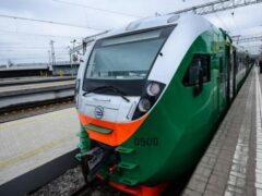 В Москве двое подростков попали под поезд