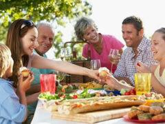 Ученые: Общение с родственниками продлевает жизнь человека