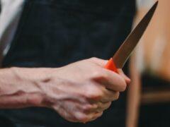 В Чапаевске безработный с ножом напал на школьника