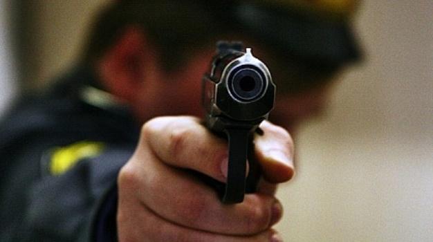 полиция пистолет
