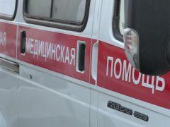 Старушка попала под машину в одном из дворов Петербурга