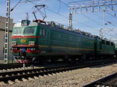 Бездомный пытался доехать от Москвы до Иркутска, зацепившись за вагон