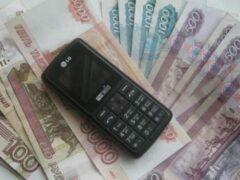 В Омске кассирша перевела телефонному мошеннику 16,5 тысячи рублей