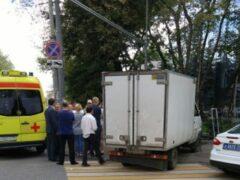 ДТП в Москве: «Газель» на тротуаре сбила людей на  пересечении Кожевнической с Летниковской