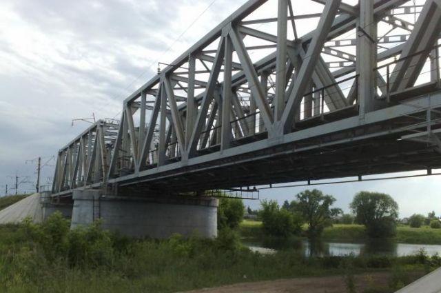 мост железнодорожный