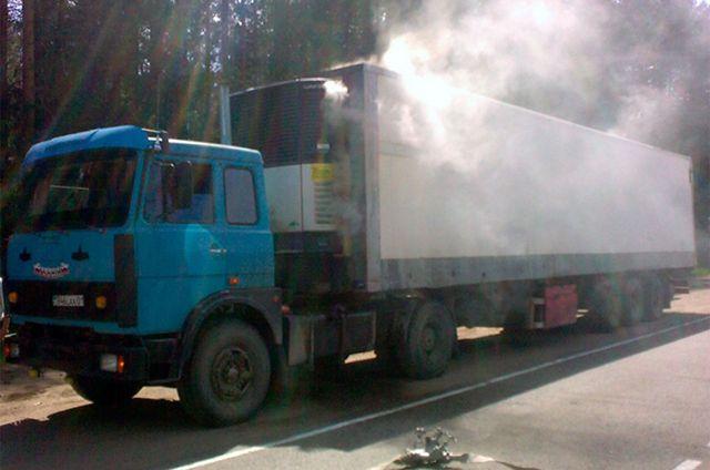 Грузовой автомобиль саккумуляторами на2 млн руб. недоехал доПетербурга