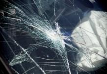 разбитое стекло авто