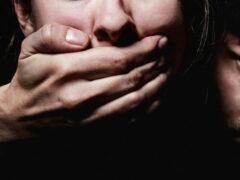 29-летнюю женщину избили и изнасиловали на пляже под Анапой