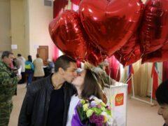 Житель Казани на избирательном участке признался в любви девушке