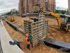 В Петербурге мигрант разбился при падении с 12-го этажа стройки