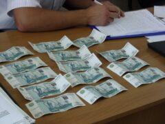 В Кировске предпринимательница дала взятку полицейскому