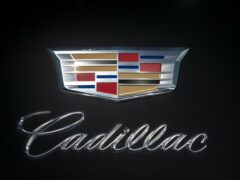 Первый электрокар Cadillac появится примерно через год