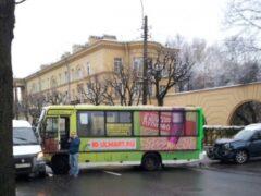Двое людей пострадали в результате ДТП с маршруткой в Пушкине
