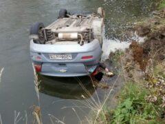 Автоледи погибла, съехав в реку в Ленобласти