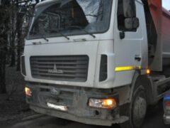 В Ярцеве рабочий попал под колеса грузовика