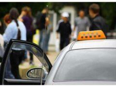 Таксист с машиной провалился под асфальт в Ростове