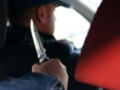 В Железногорске пассажир ударил ножом водителя такси и скрылся