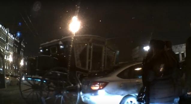 Карета с«шальной императрицей» протаранила автомобиль вПетербурге