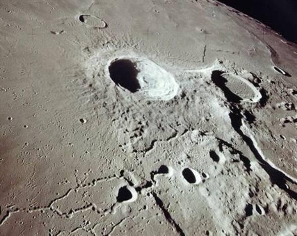 Луна кратеры