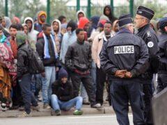 В Париже за изнасилование переводчицы задержали трех мигрантов