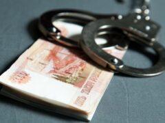 Банковский работник из Омска украл 4,5 млн рублей и проиграл их